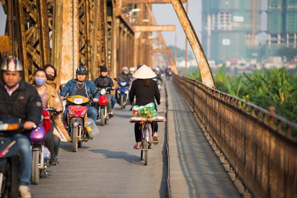 hanoi vietnam pont long bien