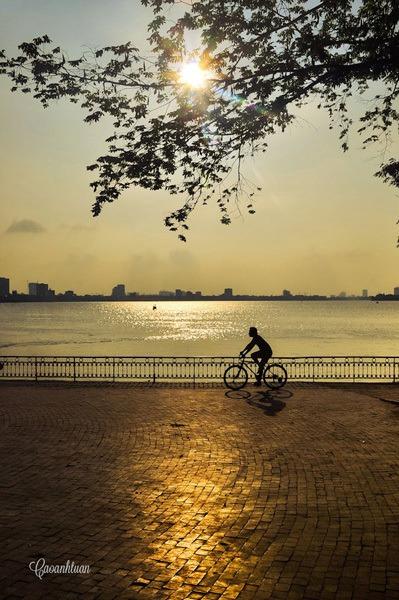 vélo lac de l'ouest soleil