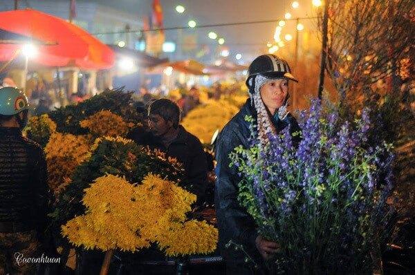 Le marché de Quang Ba vous offre une grande variété des fleurs