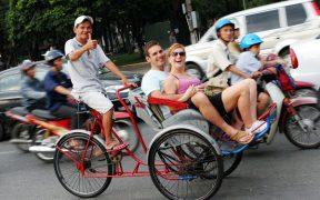 touristes a hanoi vietnam