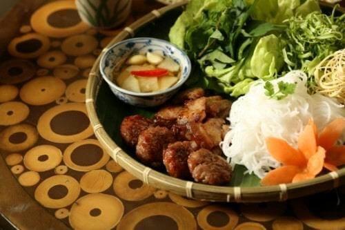 deguster-le-bun-cha-specialite-hanoi