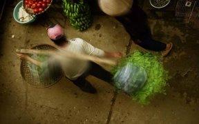 colporteuse des legumes a hanoi