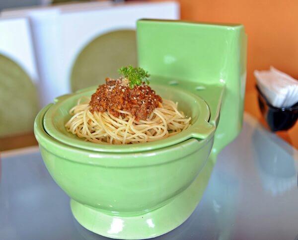 plat-dans-toilette-turque-restaurant-hanoi