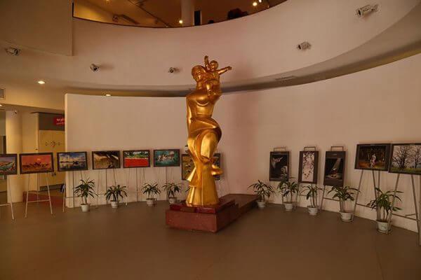 Le hall d'entrée qui accueil les expositions temporaires