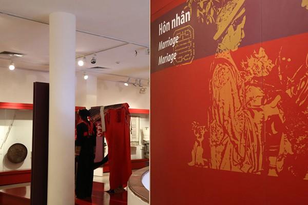 femme dans rite du mariage au musee femme hanoi