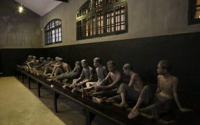 statues dans la prison hoa lo a hanoi