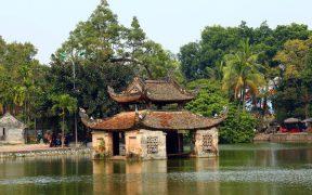 ancienne theatre de marionette sur l'eau a la pagode du maitre a hanoi