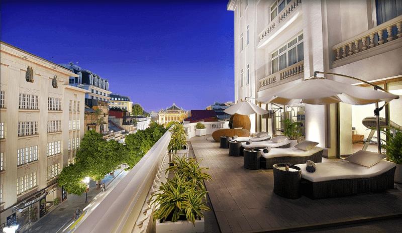 Le balcon d'un hôtel a hanoi