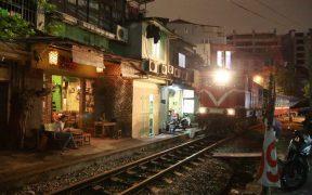 restaurant en bordure chemin de fer hanoi