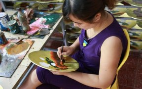 confection d'assiettes peintes a la main a hanoi