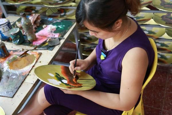 confection d'assiettes peintes a la main a hanoi