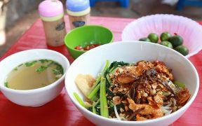 Mien tron hai san - cuisine de rue hanoi