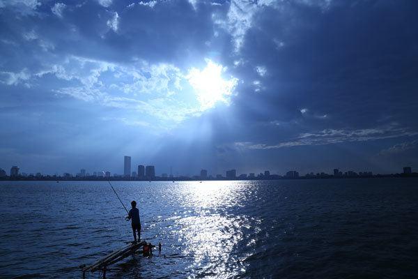 Pêcheurs sous un ciel étrange