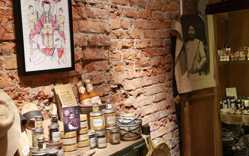 Epices, poivre, huiles essentielles - Amica Travel